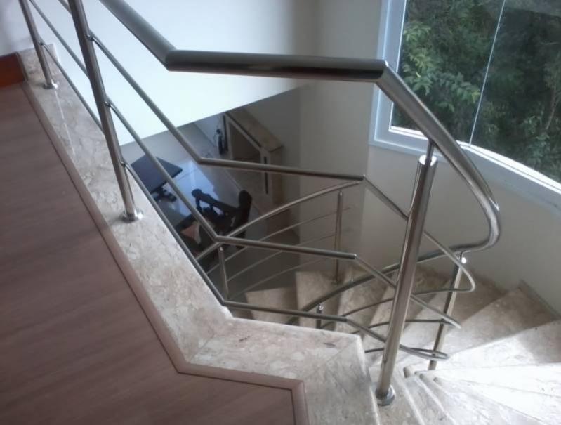 Corrimão com Vidro para Escada Preço Jardim Bonfiglioli - Corrimão Torre