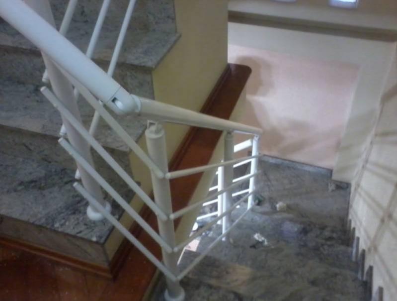 Corrimão com Vidro para Escada Valor Saúde - Corrimão com Torre de Inox