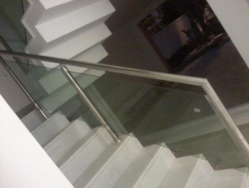 Corrimão de Vidro para Escada Jardim Bonfiglioli - Corrimão Articulado