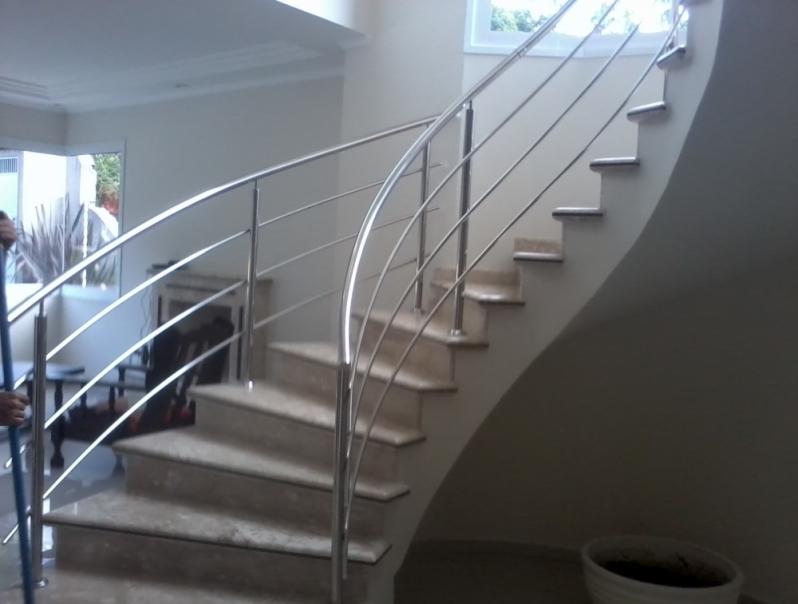 Corrimão para Escada Helicoidal Ibirapuera - Corrimão Articulado