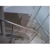 corrimão de escada com torre