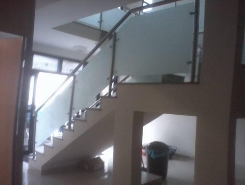Torre para Corrimão de Vidro Preço Vila Sônia - Corrimão de Escada com Torre